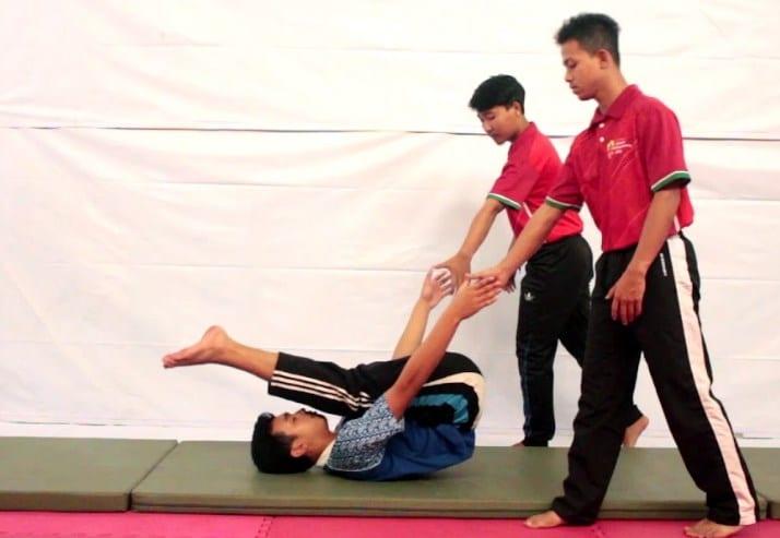 Berbagai Latihan Guling Lenting